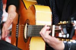 英語の練習は楽器 ギター ピアノ練習と同じで継続が必要